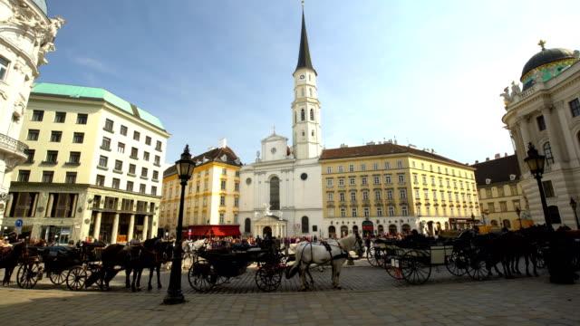 Innenstadt in Wien mit Kirche, Zeitraffer