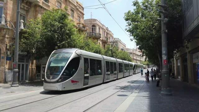 vidéos et rushes de downtown jerusalem - ligne de tramway