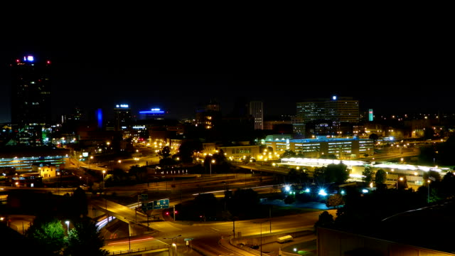 centro di knoxville tennessee notte time lapse - tennessee video stock e b–roll