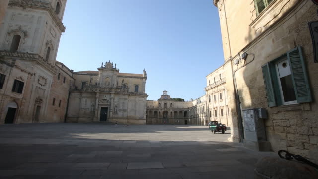 vídeos de stock e filmes b-roll de downtown lecce main square and pipeline receiving terminal , melendugno, italy on tuesday, may 22, 2018. - prt
