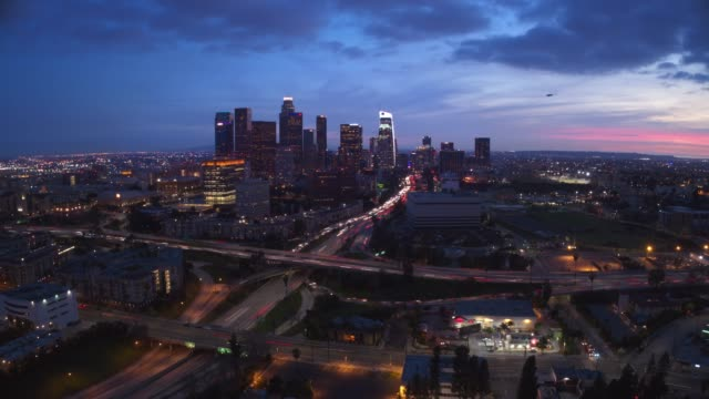 vídeos de stock e filmes b-roll de downtown los angeles aerial time lapse - city