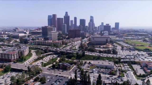 vidéos et rushes de laps de temps aériennes de downtown los angeles - hyper lapse