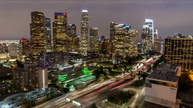 stockvideo's en b-roll-footage met downtown los angeles luchtfoto time-lapse - binnenstad