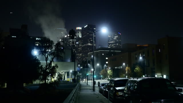 downtown los angeles at night - wohnung stock-videos und b-roll-filmmaterial