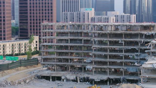vídeos y material grabado en eventos de stock de centro de los ángeles demolido edificio - derribado