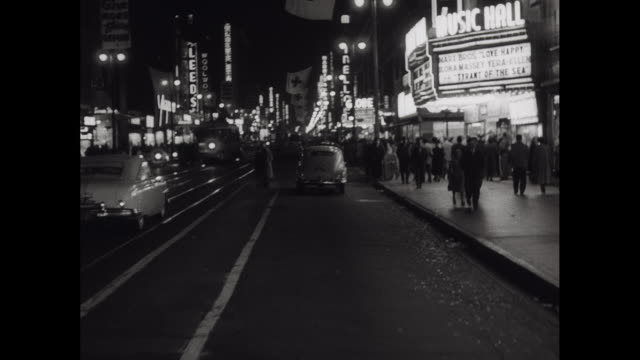 1950 Downtown Los Angeles Night, Tracking shot