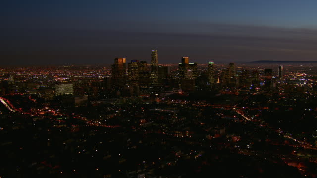 vidéos et rushes de downtown los angeles viewed at night - vue subjective d'un avion