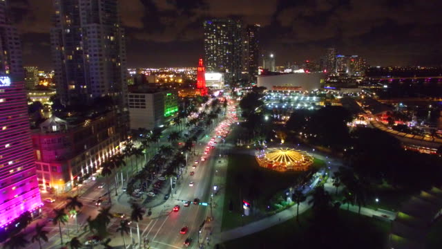 downtown miami - night, biscayne boulevard north flight - マイアミ点の映像素材/bロール