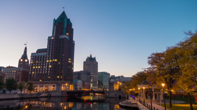 downtown milwaukee skyline at twilight - wisconsin video stock e b–roll