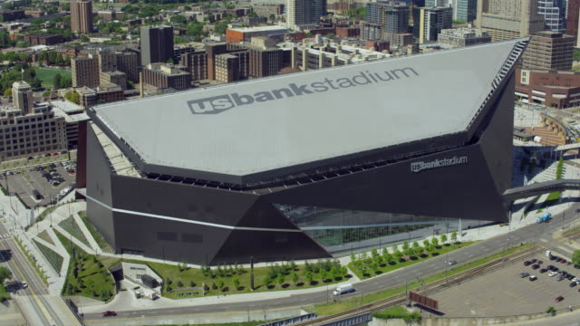 downtown minneapolis and us bank stadium - minnesota bildbanksvideor och videomaterial från bakom kulisserna