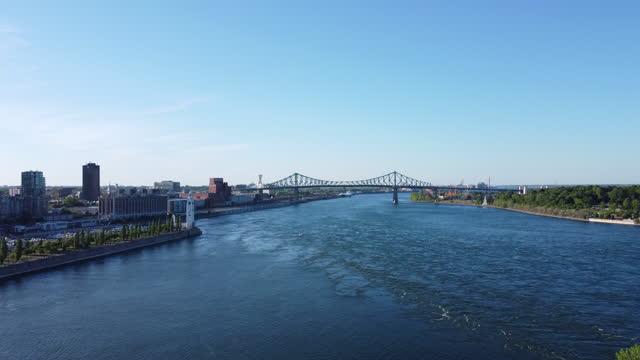 vídeos y material grabado en eventos de stock de el centro de montreal cityscape aerial view y el río san lorenzo en verano al atardecer - vieux montréal