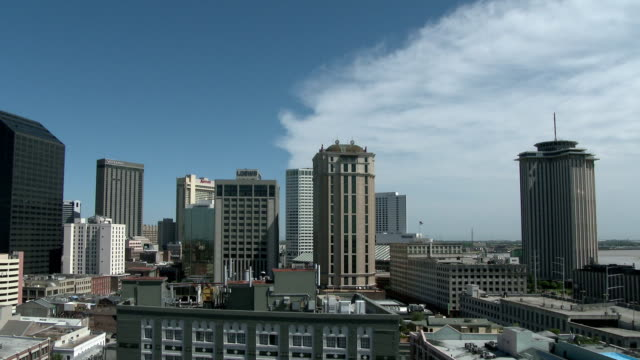 stockvideo's en b-roll-footage met downtown new orleans, march 2015 - gulf coast states