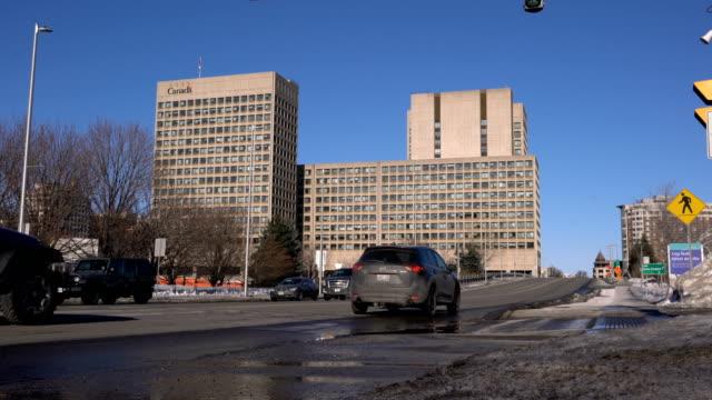 vidéos et rushes de immeubles de bureaux du centre-ville d'ottawa - façade