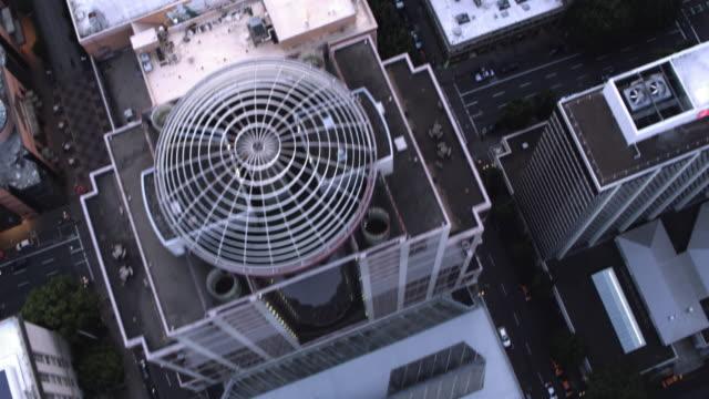 luftbild downtown portland von rechts oben - portland oregon stock-videos und b-roll-filmmaterial