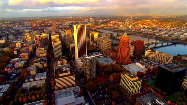 ws, aerial downtown, portland, oregon, usa - portland oregon fall stock videos & royalty-free footage