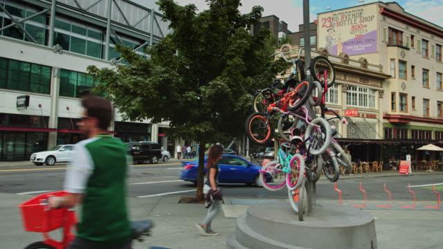 downtown portland street scene with zoobomb bike sculpture - portland oregon bike stock videos & royalty-free footage