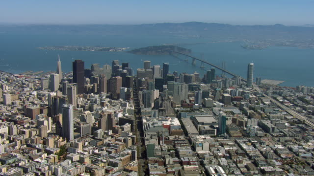 vidéos et rushes de downtown san francisco and bay bridge - san francisco california