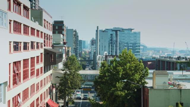vídeos de stock, filmes e b-roll de downtown seattle street scene - câmara parada
