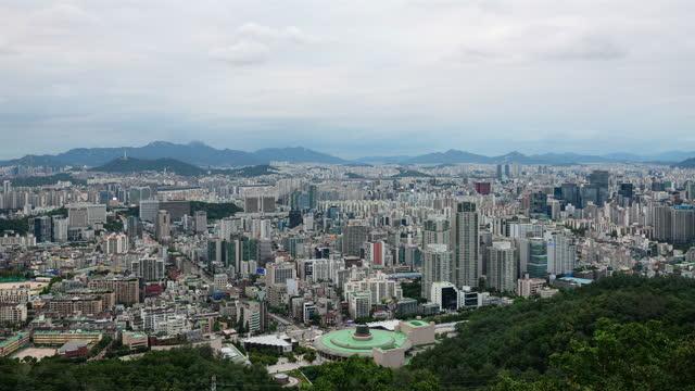 vídeos de stock e filmes b-roll de downtown seoul / seocho-gu, seoul, south korea - placa de nome de rua