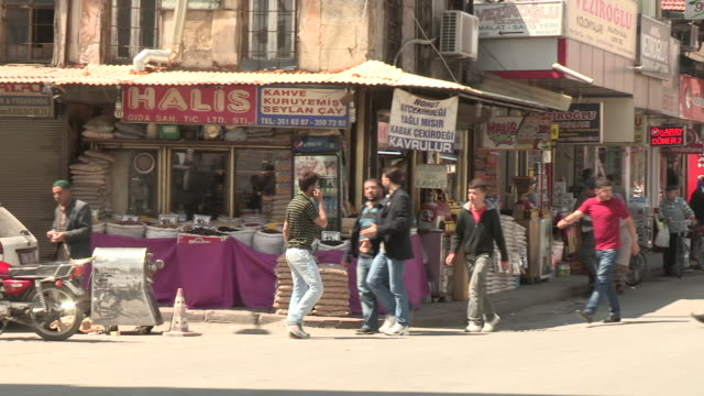 downtown shops, konya, turkey - västerländsk text bildbanksvideor och videomaterial från bakom kulisserna