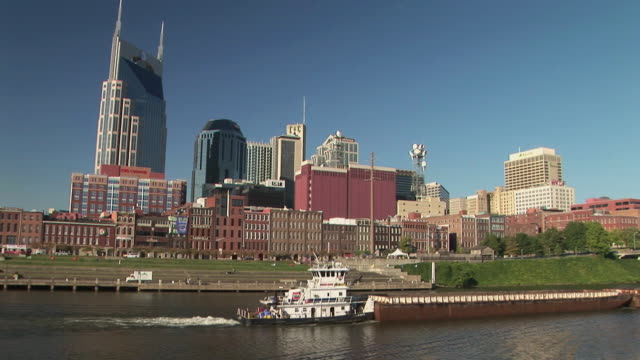 ws, downtown skyline across cumberland river, nashville, tennessee, usa - tennessee video stock e b–roll