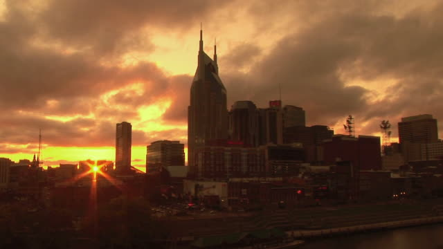 t/l, ws, downtown skyline against dramatic sky at sunset, nashville, tennessee, usa - nashville stock videos & royalty-free footage