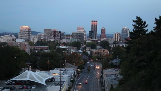 WS HA Downtown skyline at dusk / Portland, Oregon, USA