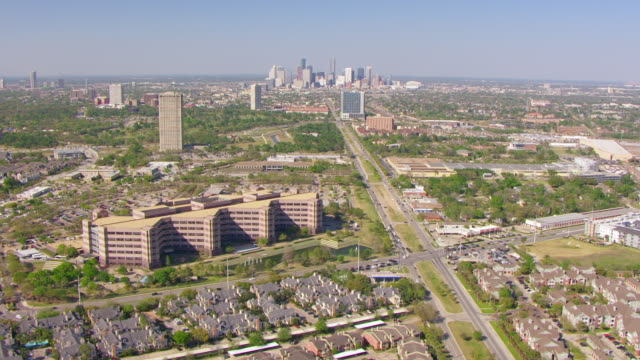 ws aerial downtown skyscrapers / houston, texas, united states - vorort wohnsiedlung stock-videos und b-roll-filmmaterial