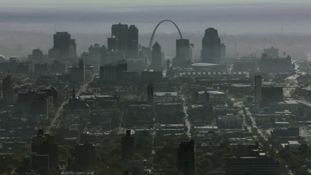 downtown st louis from central west end - jefferson national expansion memorial park stock videos & royalty-free footage