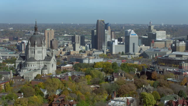 downtown st paul with cathedral - saint paul stock-videos und b-roll-filmmaterial