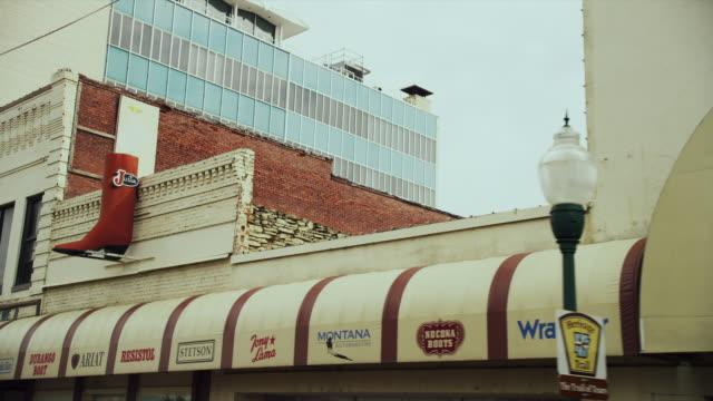 "downtown store ""tip top western wear"" - アーカンソー州点の映像素材/bロール"