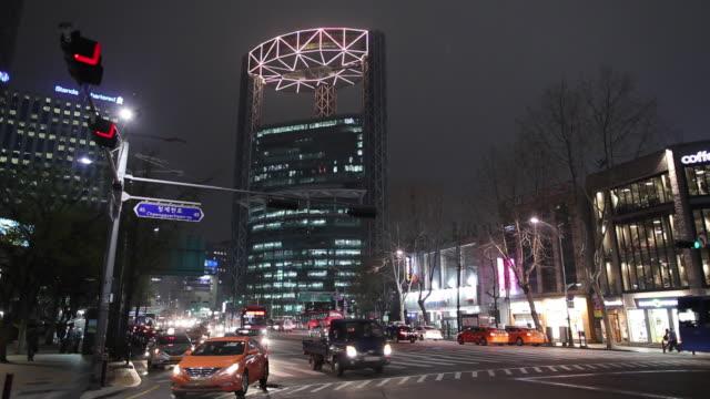 ws downtown street at night with jongno tower / seoul, south korea - ソウル点の映像素材/bロール