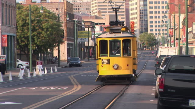 ws downtown street scene with trolley, memphis, tennessee, usa - memphis tennessee stock-videos und b-roll-filmmaterial