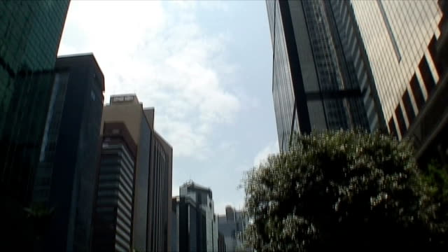 ws tu td downtown traffic and sun reflecting in skyscrapers, hong kong, china - tilt up stock videos & royalty-free footage