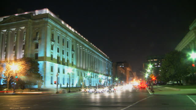 stockvideo's en b-roll-footage met loop downtown washington by night - national archives washington dc