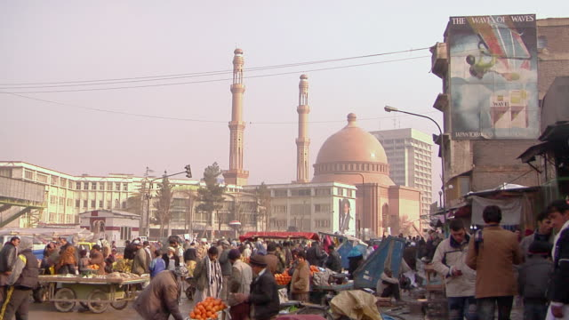 ws downtown with grand mosque in background / kandahar afghanistan - kandahar afghanistan stock videos & royalty-free footage