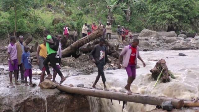 vídeos de stock, filmes e b-roll de dozens have been killed after a river in eastern uganda burst its banks sending thick sludge and rocks barrelling into homes with the minister for... - planejamento de emergências