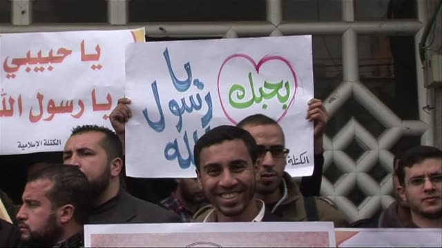 stockvideo's en b-roll-footage met dozens of members of the islamic block the hamas students organisation took part in a demonstration in gaza city on monday against a cartoon of the... - israëlisch palestijns conflict