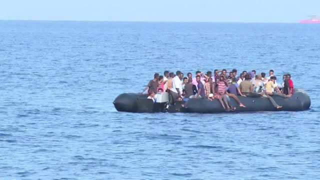 vídeos de stock, filmes e b-roll de dozens of migrants are rescued off the coast of libya by the italian coast guard - líbia