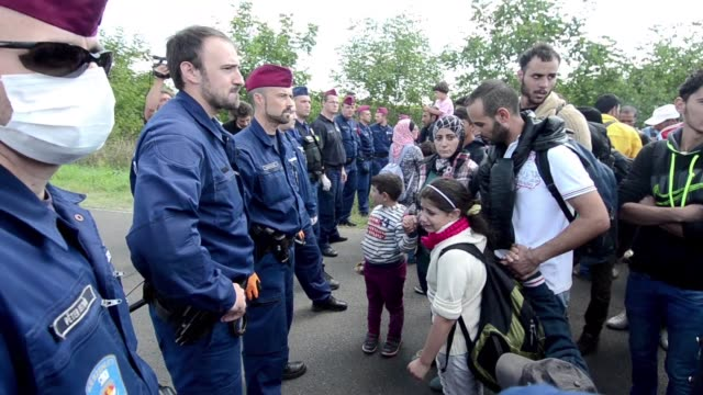 dozens of migrants were encircled near the hungarian city of szeget on wednesday afternoon after breaking through police lines near the main crossing... - osteuropäische kultur stock-videos und b-roll-filmmaterial
