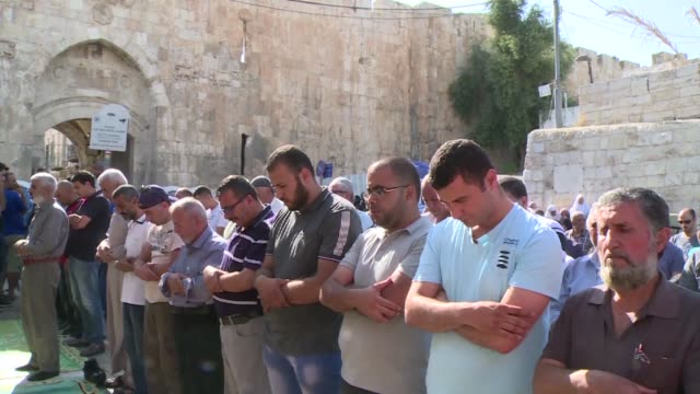 Dozens of Muslims prayed outside Jerusalem's old city in front of Lions gate on Wednesday rather than enter the Haram al Sharif compound known to...