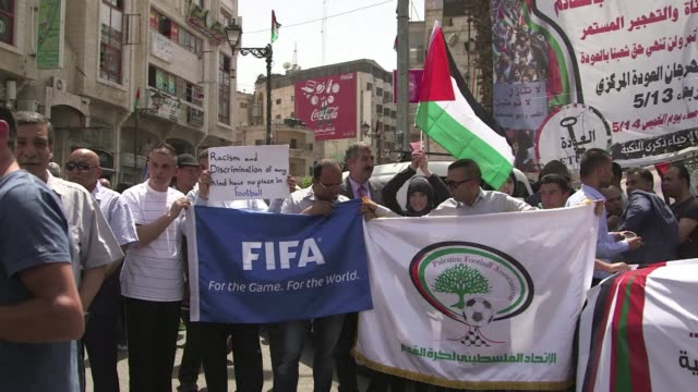 dozens of palestinians demonstrated on tuesday in ramallah ahead of the fifa president's visit to israel and the palestinian territories following... - seguire attività che richiede movimento video stock e b–roll