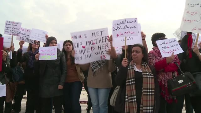 Dozens of people held a demonstration on Wednesday in front of the Tunisian parliament to demand the revision of a law allowing a man to escape...