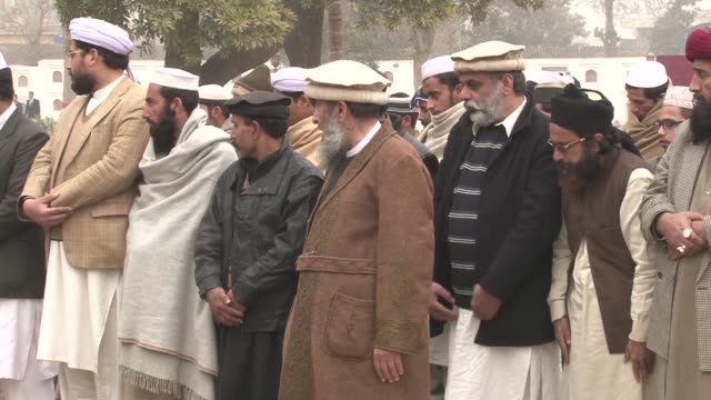 dozens of people in pakistans northwestern city of peshawar pay tribute to the brothers who carried out the charlie hebdo murders - peshawar video stock e b–roll