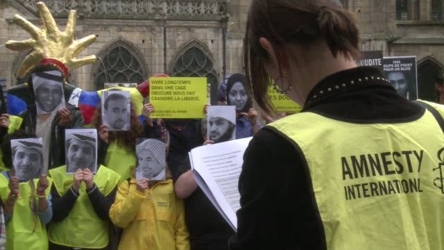 dozens of people rallied thursday in paris to demand the release of those detained for expressing their opinions one year after the condemnation of... - prison release stock videos & royalty-free footage