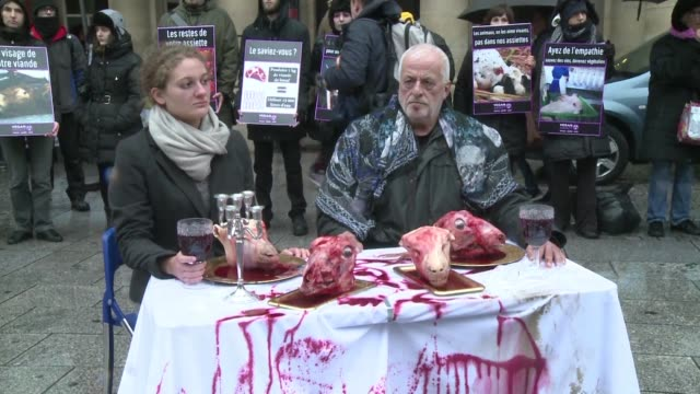 vídeos de stock, filmes e b-roll de dozens of vegan impact activists demonstrate in front of the comedie francaise theatre in paris protesting against the consumption of meat - vegan