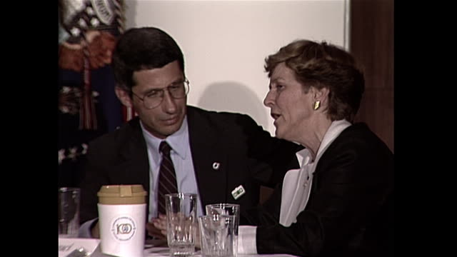 dr. anthony fauci talks with a woman during an aids commission event in 1987. - 1987 bildbanksvideor och videomaterial från bakom kulisserna