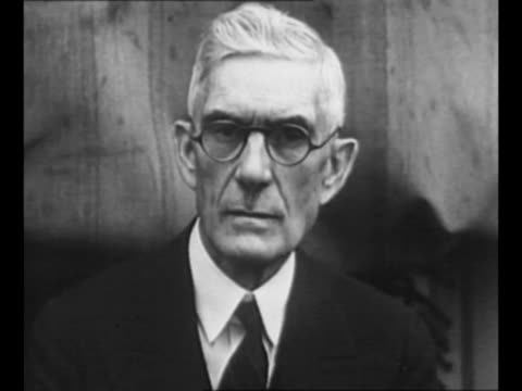 vídeos de stock e filmes b-roll de dr. francis e. townsend, activist for the elderly and proponent of the townsend plan during the great depression/ townsend shakes hands with group of... - enfeites para a cabeça