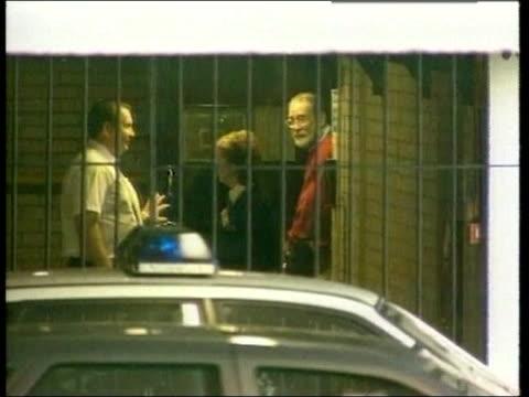 dr harold shipman gives evidence in murder trial lib shipman from door with guards to prison van as ducks to avoid being seen - gefängnisausbruch stock-videos und b-roll-filmmaterial