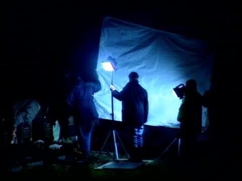 murder trial dr harold shipman murder trial lib mat held bureau preston angela woodruff along pan hyde site of exhumation of body of alleged victim... - 整理ダンス点の映像素材/bロール